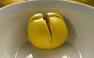 Isjeckajte 4 limuna i fiksirajte ih u uglove sobe. Već narednog jutra ćete vidjeti razliku!