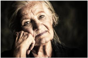 Ako izgubiš mamu, izgubićeš komad duše: Evo kako smrt majke menja svet oko vas!