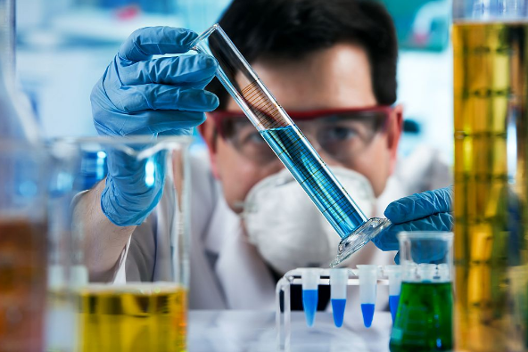 RUSI OBJAVILI DA NJIHOV LEK BLOKIRA KORONA VIRUS: Terapijske doze odobrene za upotrebu kod ljudi