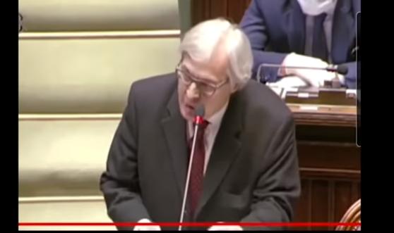 """U ITALIJANSKOM PARLAMENTU BIJESNI – traže pravo stanje žrtava od COVID-19, jedan član Zastupničkog doma Parlamenta im održao """"bukvicu"""" (VIDEO)"""