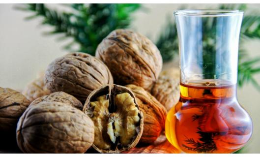 BAKINI RECEPTI OD ORAHA: Liječi štitnu žlijezdu, plućne bolesti i jača korijen kose